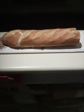 1/2  baguette